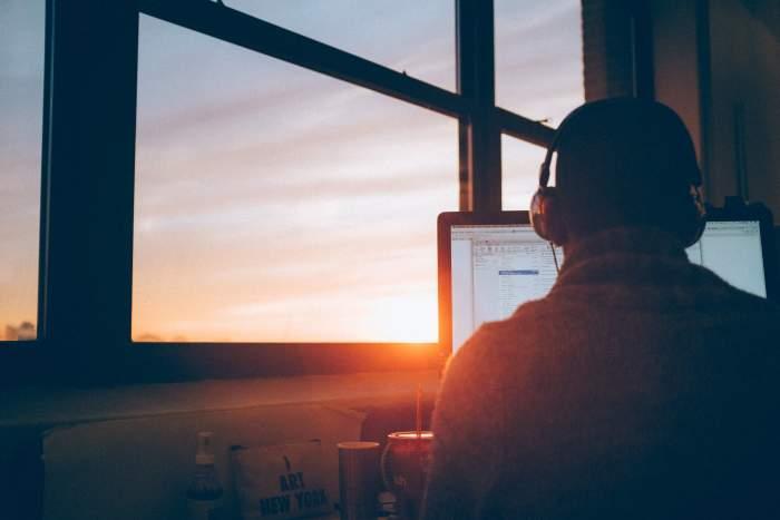 Webディレクターとして高年収を実現するための2つの方法